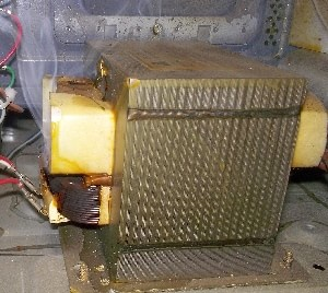 Изображение: Дымит высоковольтный трансформатор.