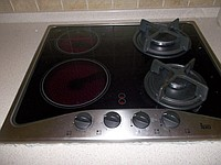Image: Combination cooking surface.