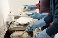 Изображение: Мытье посуды.